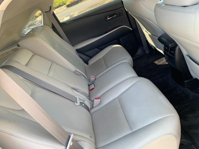 RX450h金融車後部座席