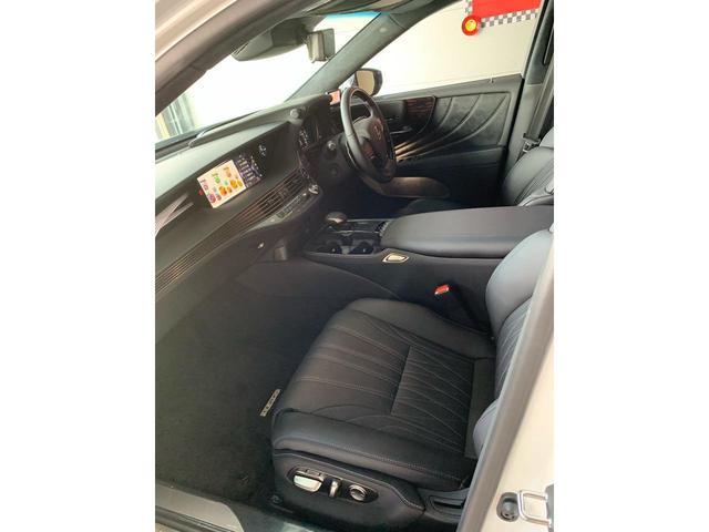 LS500.frontseat