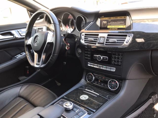 金融車メルセデスベンツCLS550、ハンドルメーター