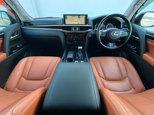 レクサスLX570運転席、金融車