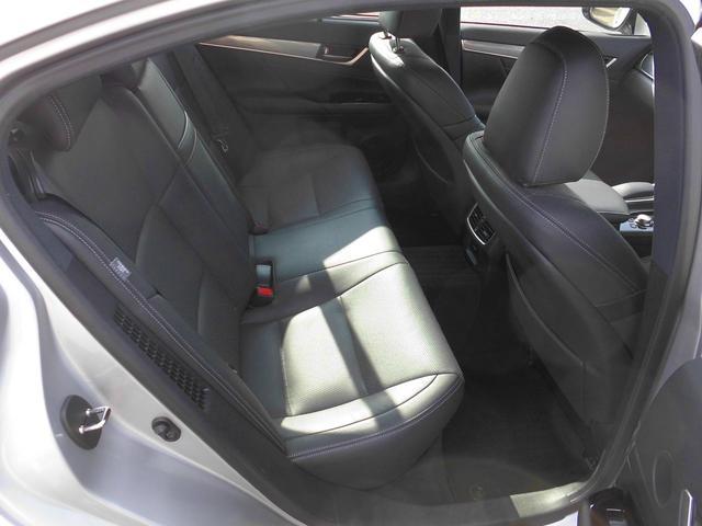 GSシリーズ、金融車、後部座席