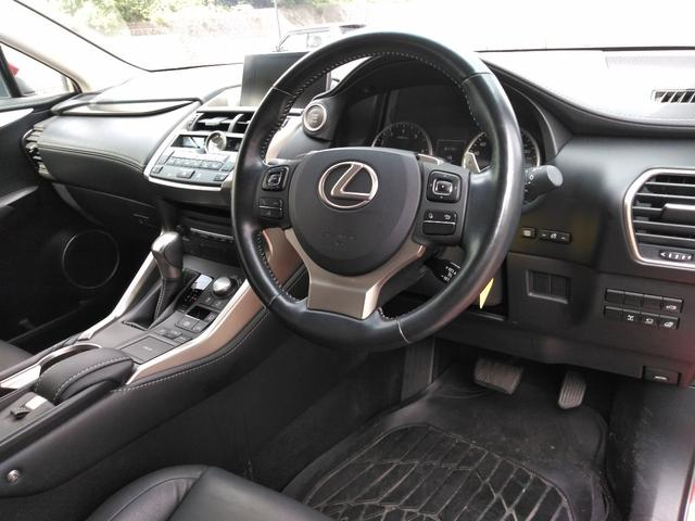 NX200t,金融車,運転席