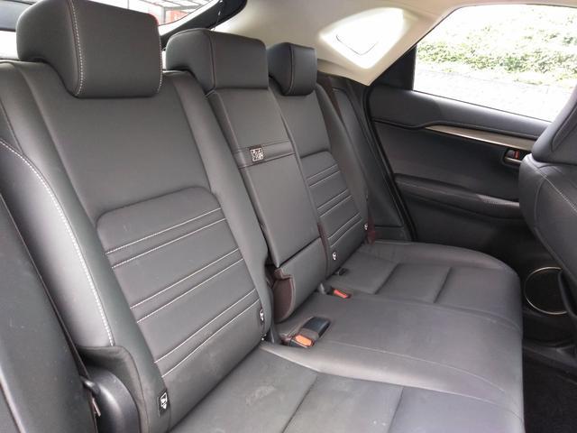 NX200t,金融車,後部座席