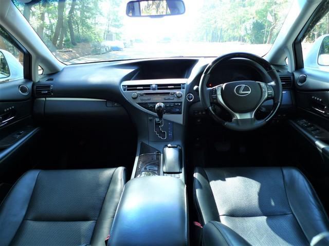 レクサスRX金融車、運転席