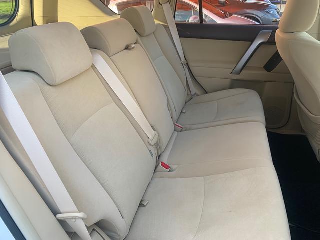 ランドクルーザープラド,ローン車,後部座席