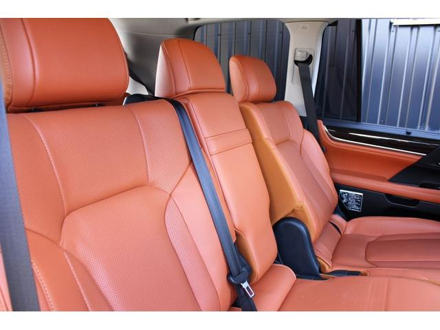 レクサスLX,金融車,後部座席