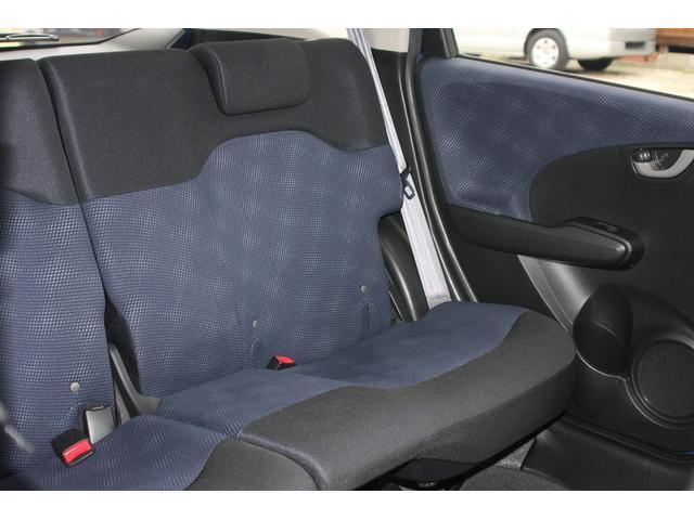 フィットローン車,後部座席