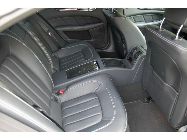 CLS350金融車、後部座席