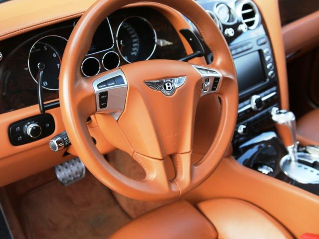 ベントレー金融車、買い取り、運転席