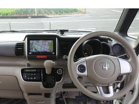 ホンダNBOX金融車、ハンドル