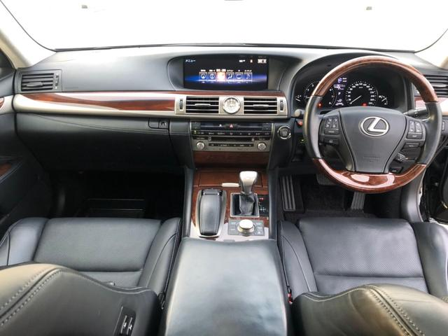 レクサスLS460金融車、運転席