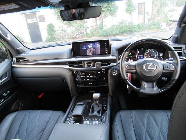 レクサスLX、金融車、車内