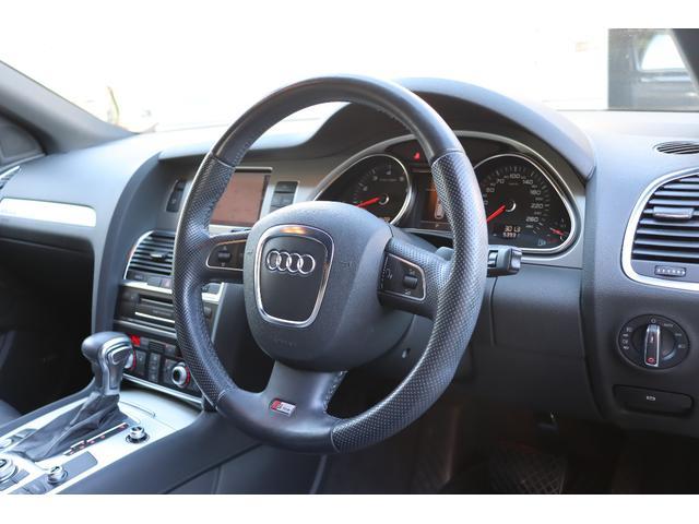 アウディQ7、買い取り、ローン車、運転席